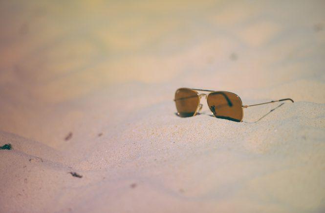 beach-holiday-sunglasses-vacation